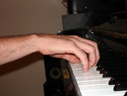 This image demonstrate the piano hand position. The rist is positioned 35 degrees above the arm line, the fingers are round and the palm is round and flexible.